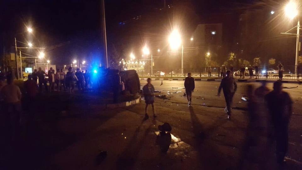 На проспекте Гагарина Mercedes разнесло об столб. Погибли трое иностранных студентов (ФОТО), фото-1