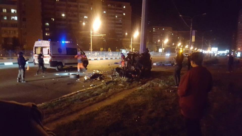 На проспекте Гагарина Mercedes разнесло об столб. Погибли трое иностранных студентов (ФОТО), фото-3