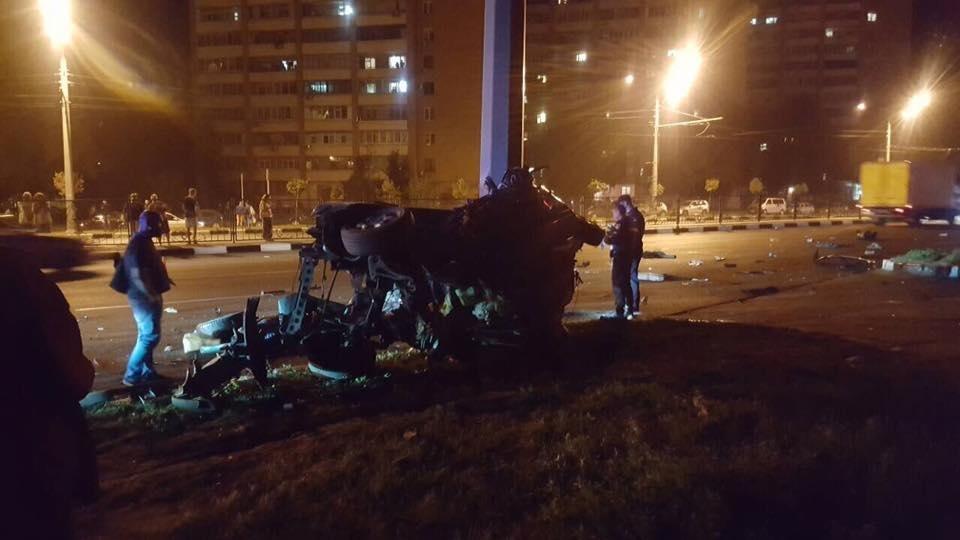 На проспекте Гагарина Mercedes разнесло об столб. Погибли трое иностранных студентов (ФОТО), фото-6
