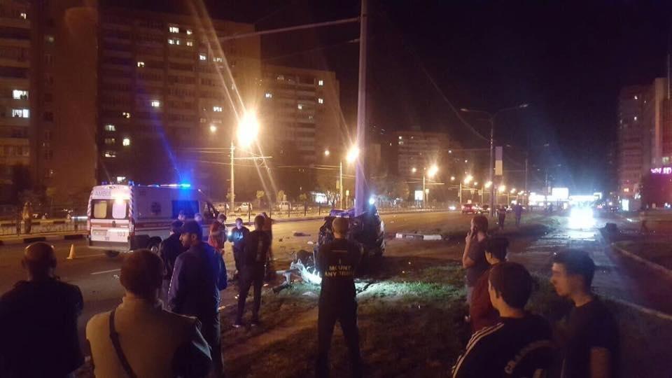 На проспекте Гагарина Mercedes разнесло об столб. Погибли трое иностранных студентов (ФОТО), фото-7