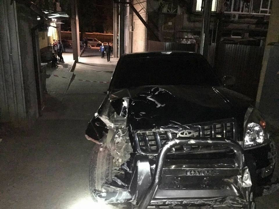 На проспекте Науки внедорожник сбил пешехода и снес забор (ФОТО) , фото-3