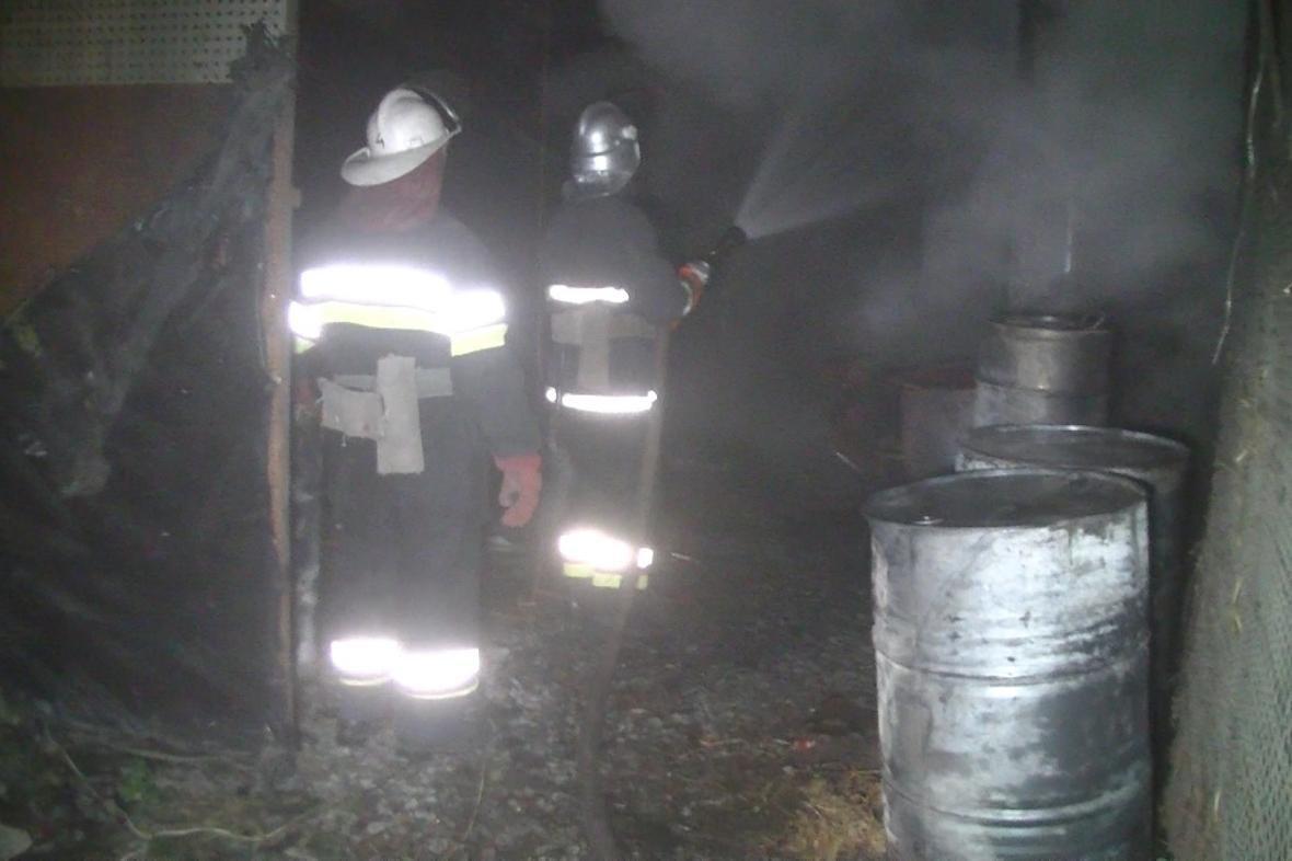 В Харькове горел склад, где хранились нефтепродукты (ФОТО), фото-1