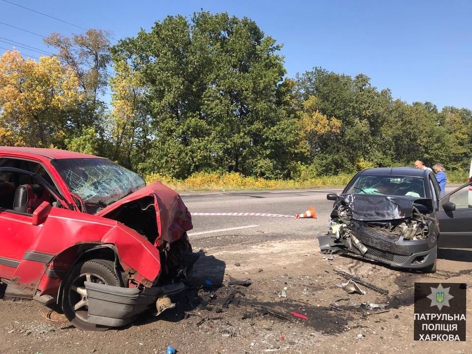 На окружной лоб в лоб столкнулись два авто: есть пострадавшие (ФОТО) , фото-1