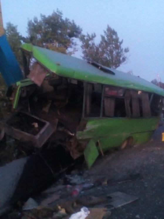 Под Харьковом пассажирский автобус врезался в столб. 23 пострадавших (ФОТО), фото-1