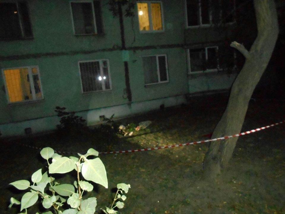 На Салтовке парень выпрыгнул из окна многоэтажки , фото-1