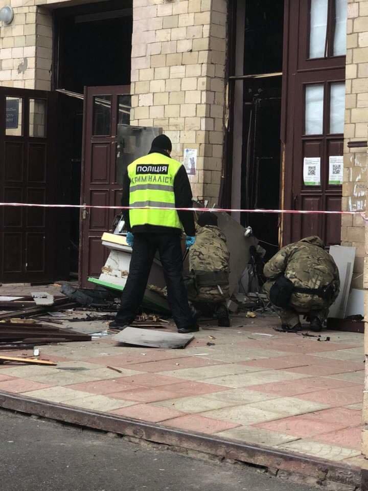 В Харьковской академии неизвестные взорвали банкомат (ФОТО), фото-2