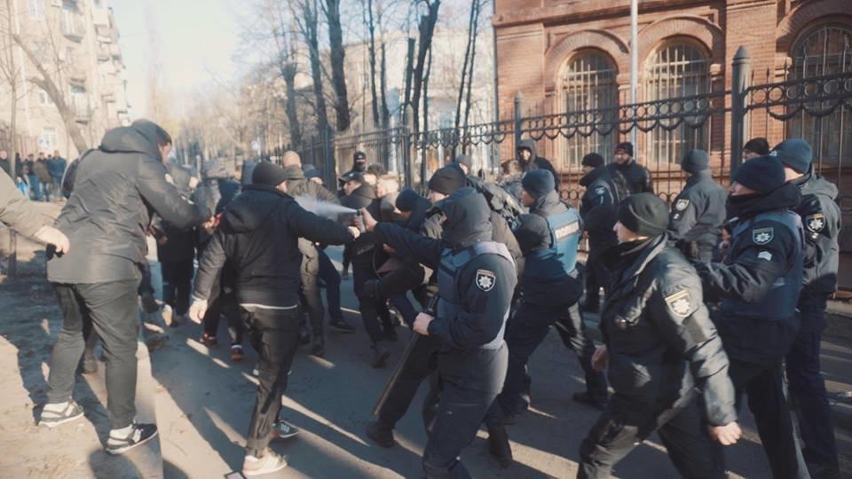 """Активисты """"Национального корпуса"""" разгромили декорации к военному сериалу, который снимают в Харькове и устроили потасовку с полицией , фото-10"""