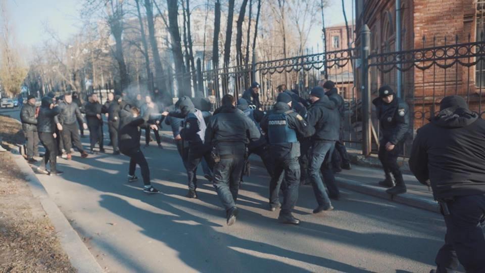 """Активисты """"Национального корпуса"""" разгромили декорации к военному сериалу, который снимают в Харькове и устроили потасовку с полицией , фото-12"""