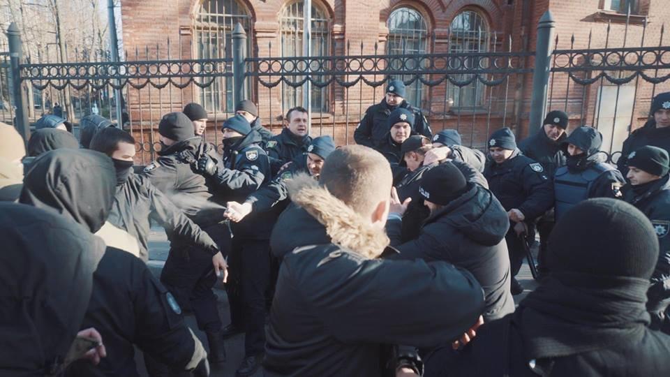 """Активисты """"Национального корпуса"""" разгромили декорации к военному сериалу, который снимают в Харькове и устроили потасовку с полицией , фото-7"""