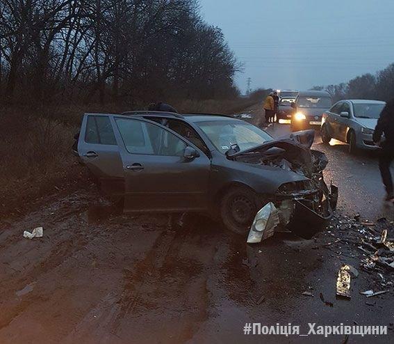 Лобовое столкновение Skoda и Chevrolet под Харьковом: погибший и 5 пострадавших (ФОТО), фото-2