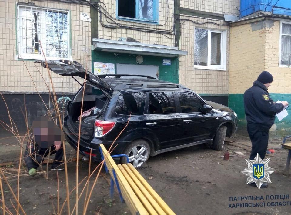 В Харькове Subaru врезался в подъезд жилого дома (ФОТО) , фото-1