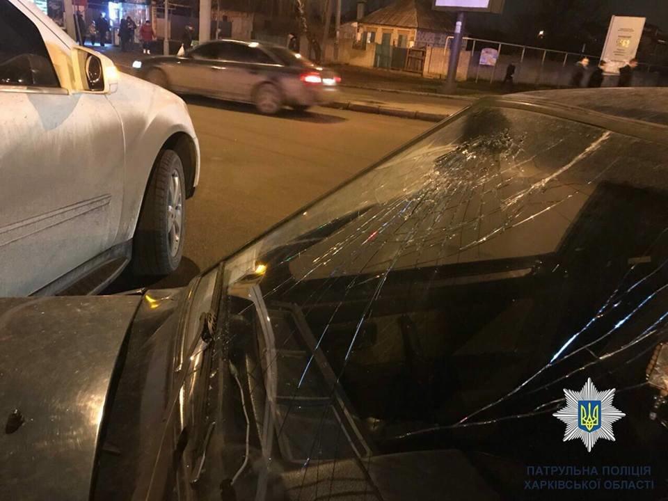 В Харькове не поделили дорогу Mercedes и ВАЗ: один человек в больнице (ФОТО), фото-2
