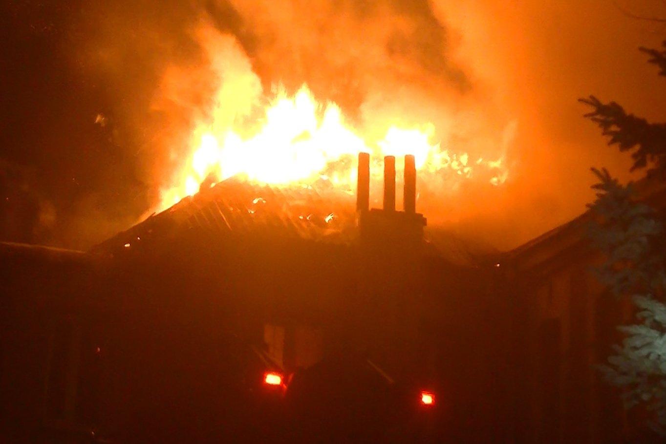 Пожарные восемь часов тушили нежилой дом в Харькове (ФОТО) , фото-1