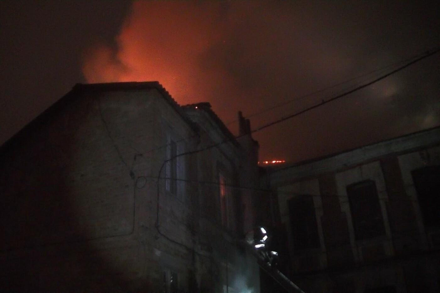 Пожарные восемь часов тушили нежилой дом в Харькове (ФОТО) , фото-3