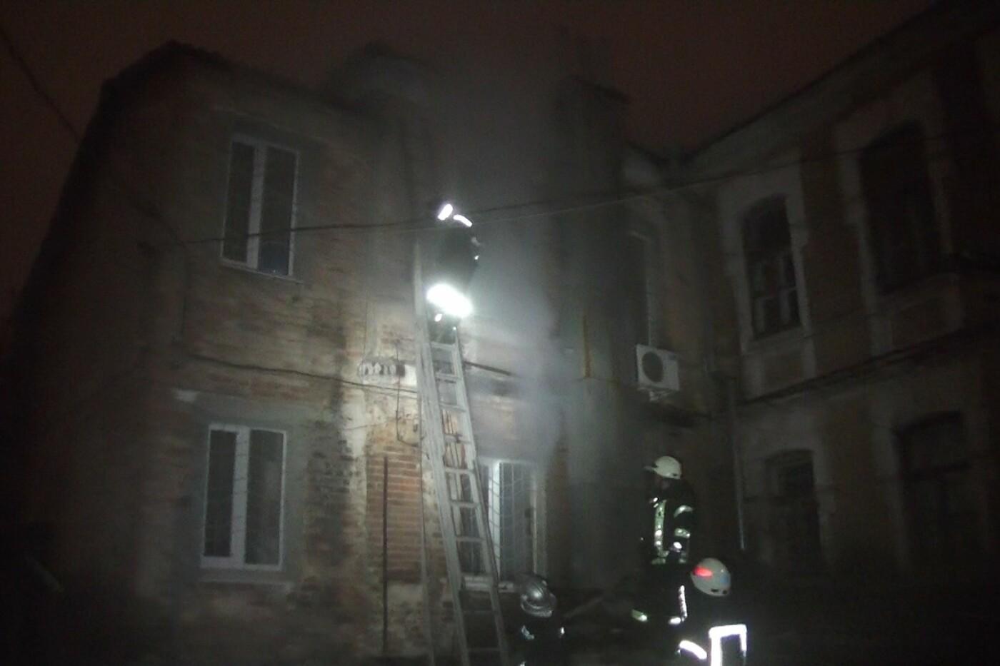 Пожарные восемь часов тушили нежилой дом в Харькове (ФОТО) , фото-4