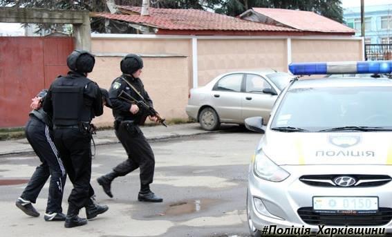 Под Харьковом парень обокрал церковь. Полиция нашла его под столом священника (ФОТО), фото-1