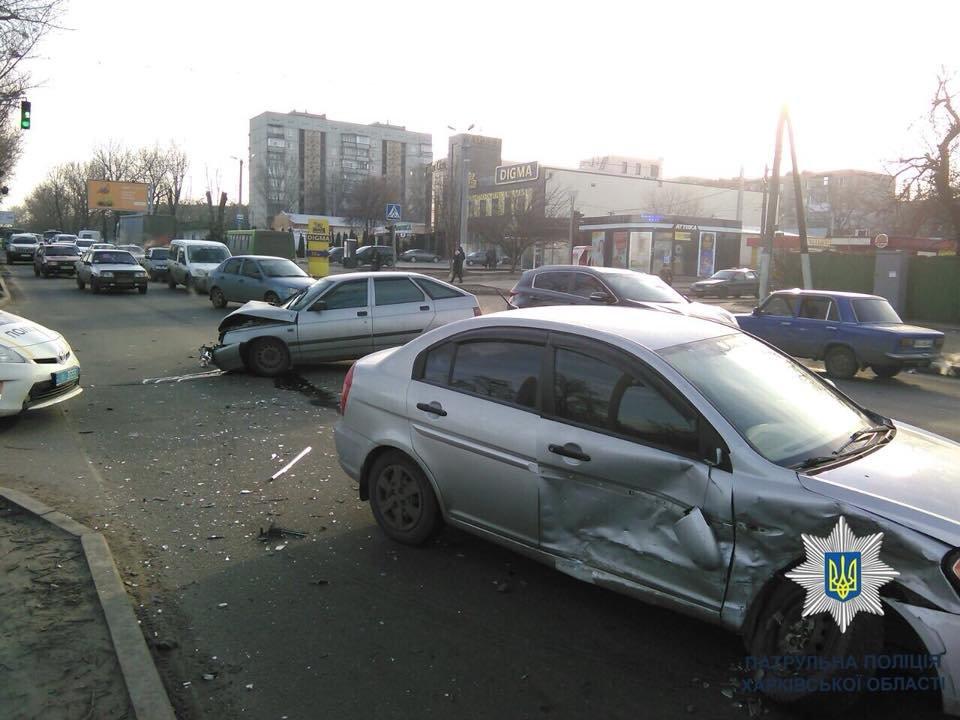 В Харькове ВАЗ протаранил иномарку: есть пострадавшие (ФОТО) , фото-2