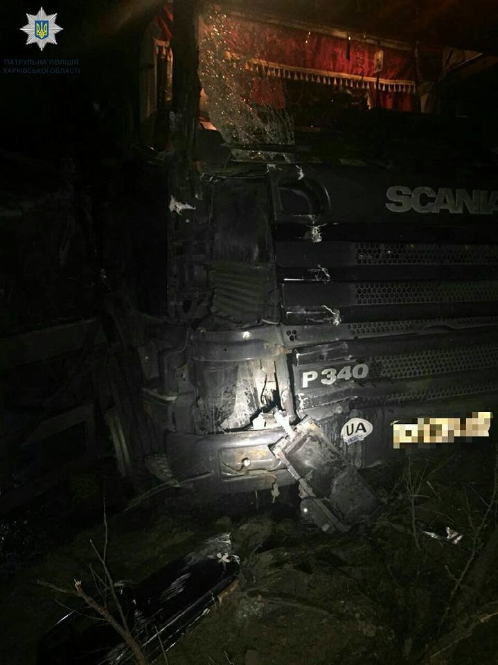 В Харькове грузовик снес столб: обошлось без пострадавших (ФОТО) , фото-3