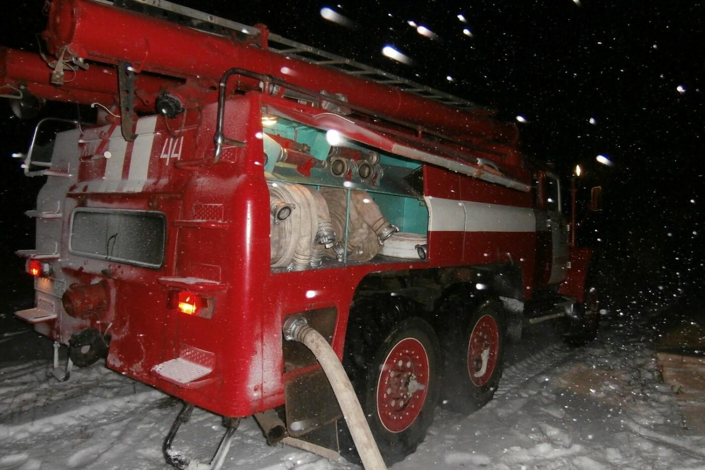 В Купянском районе горел двухэтажный дом: обошлось без жертв и пострадавших (ФОТО) , фото-4