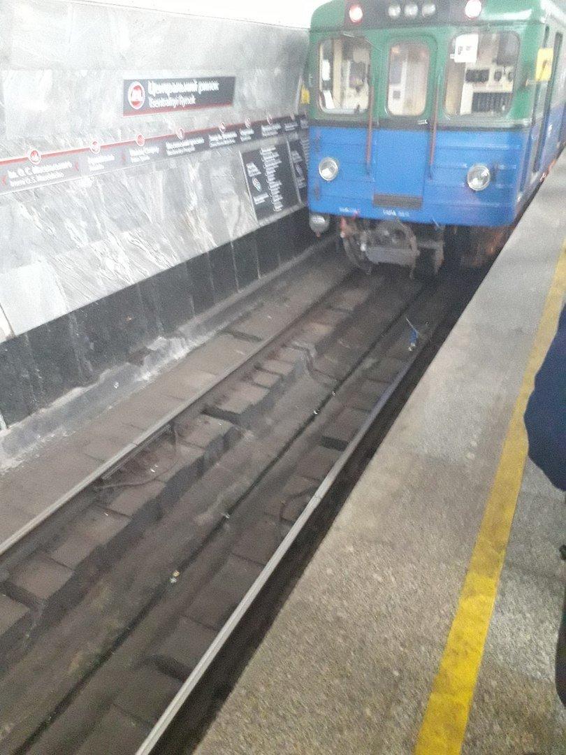 Пассажир упал на рельсы в метро Харькова (ФОТО) , фото-1
