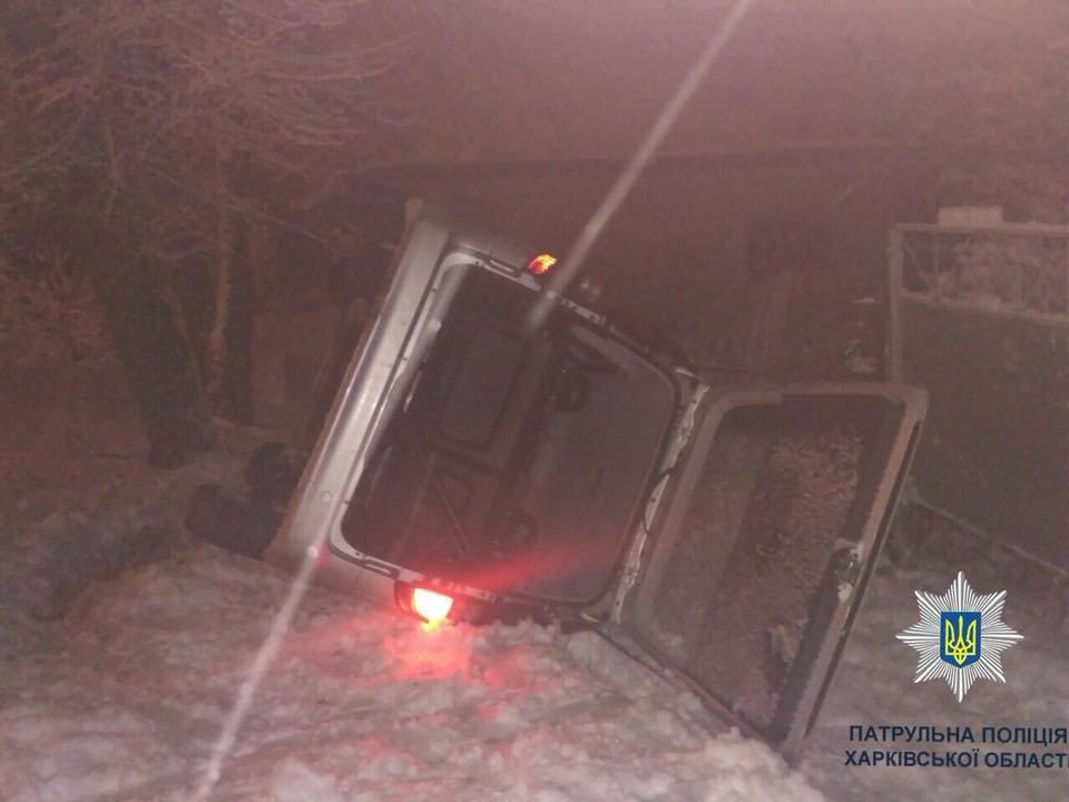 В Харькове Mercedes врезался в дерево и перевернулся (ФОТО) , фото-1