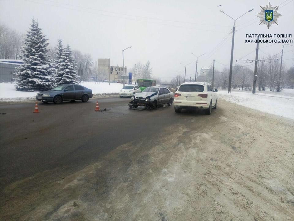 "На Салтовке Lanos ""догнал"" грузовик (ФОТО) , фото-2"
