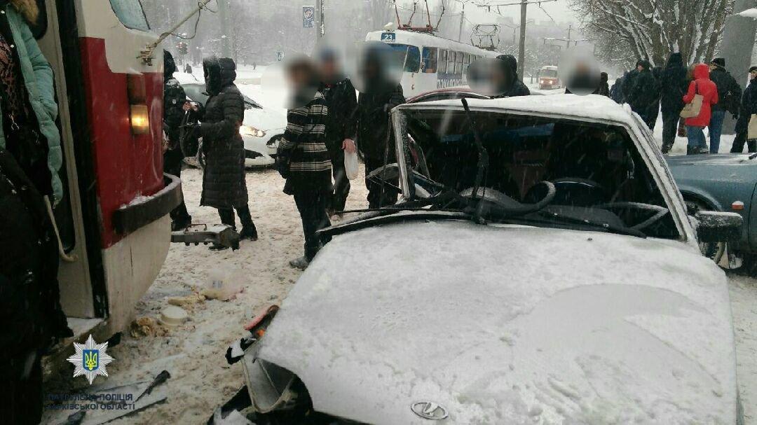 На Салтовке столкнулись два трамвая и два автомобиля (ФОТО) , фото-2