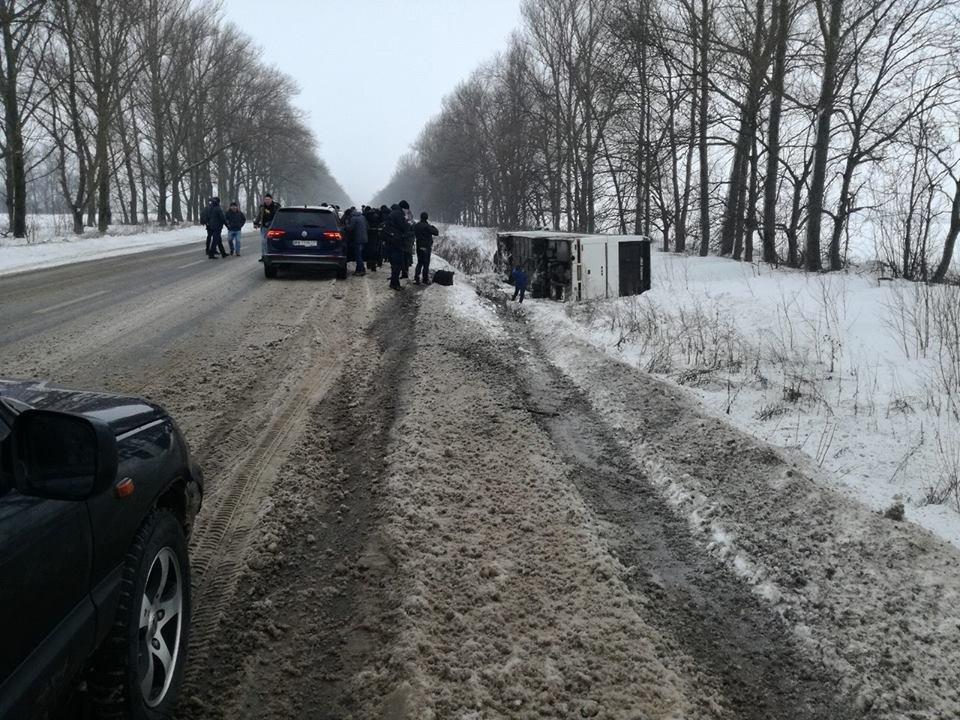 В Харьковской области перевернулся автобус (ФОТО) , фото-1