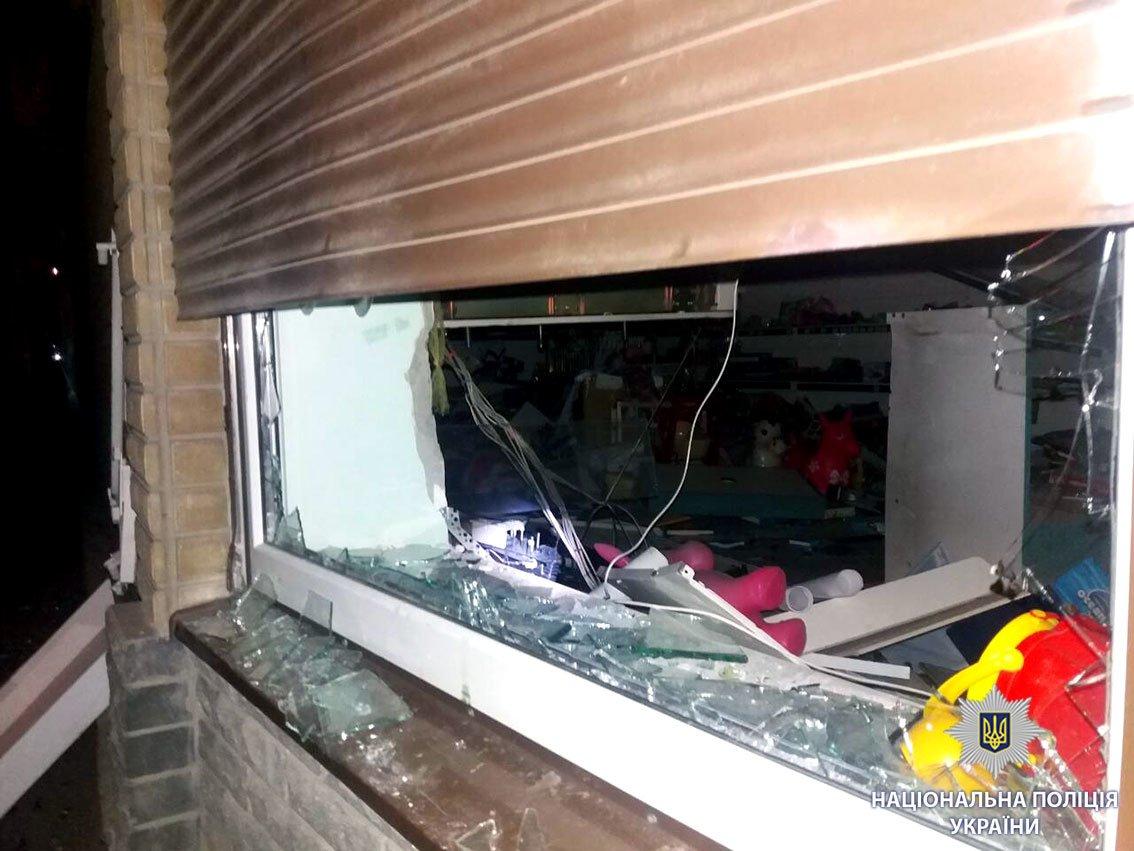 Возле харьковского магазина неизвестные взорвали банкомат (ФОТО), фото-2