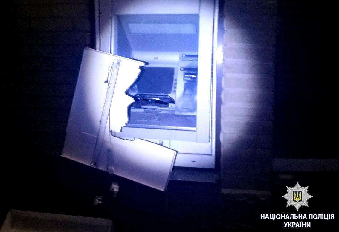 Возле харьковского магазина неизвестные взорвали банкомат (ФОТО), фото-1