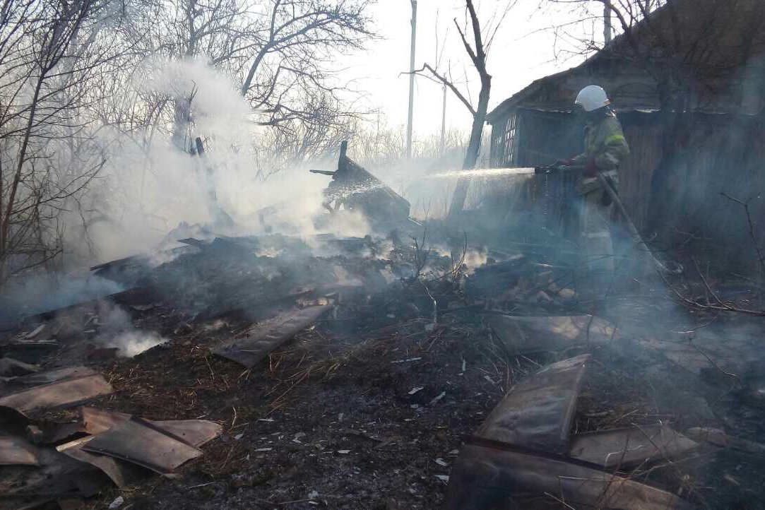 Под Харьковом  женщина упала в горящий овраг (ФОТО), фото-1