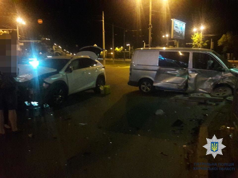 На Московском проспекте в ДТП пострадал водитель микроавтобуса, - ФОТО, фото-1