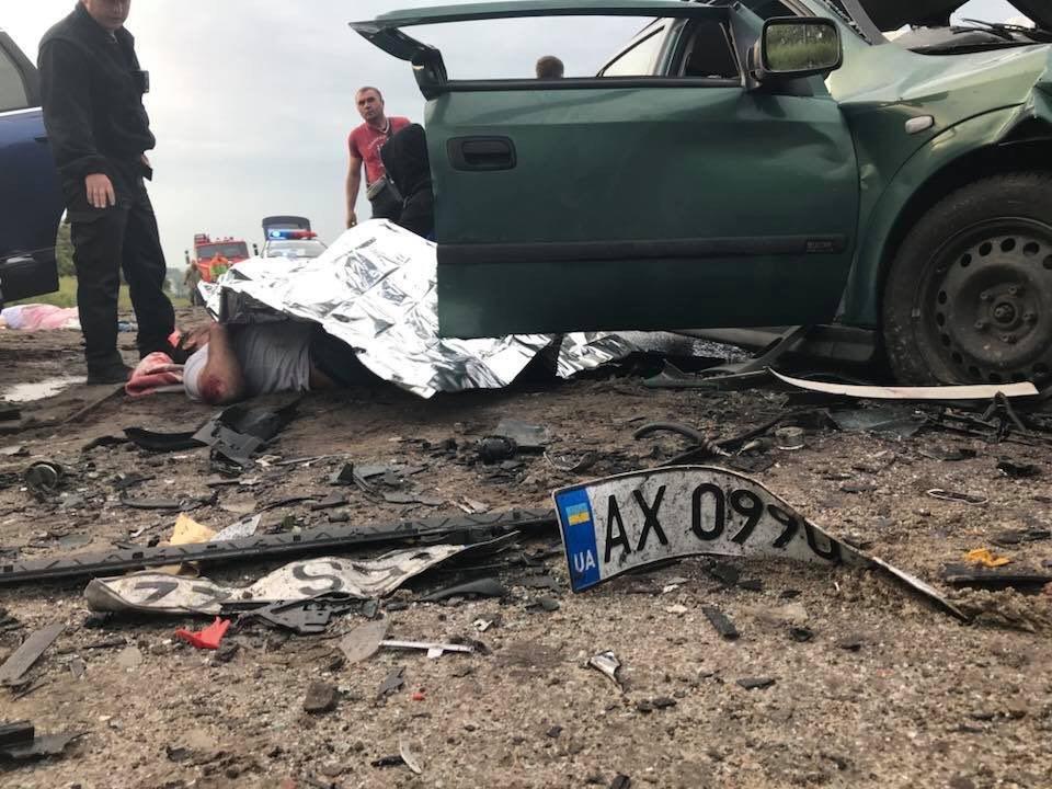 В Люботине столкнулись Opel и Volkswagen. Машины разнесло вдребезги, - ФОТО, фото-2