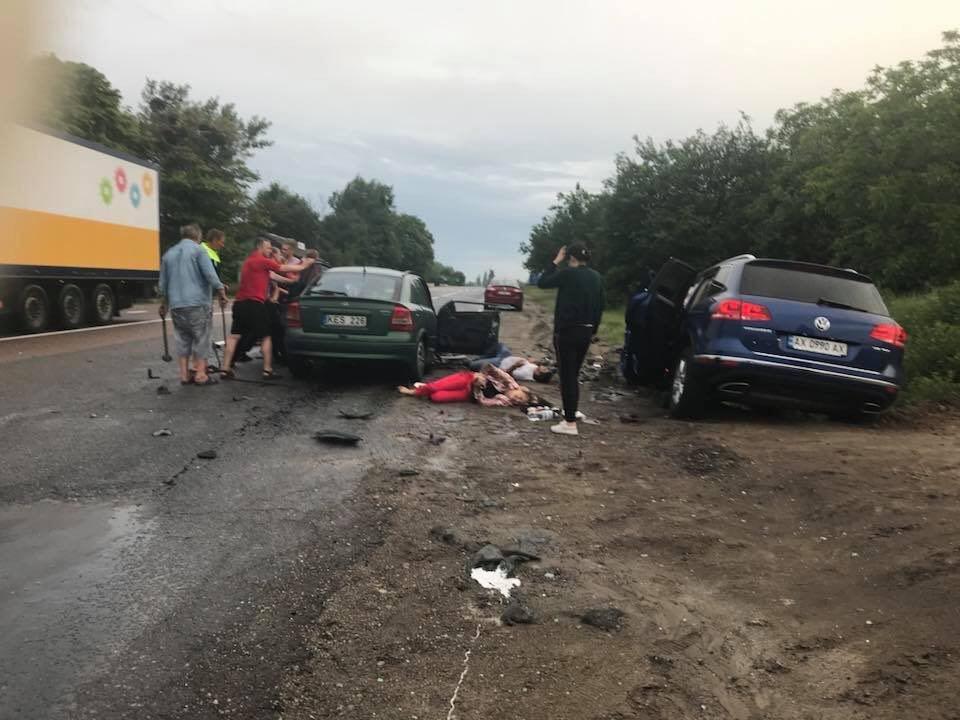 В Люботине столкнулись Opel и Volkswagen. Машины разнесло вдребезги, - ФОТО, фото-3