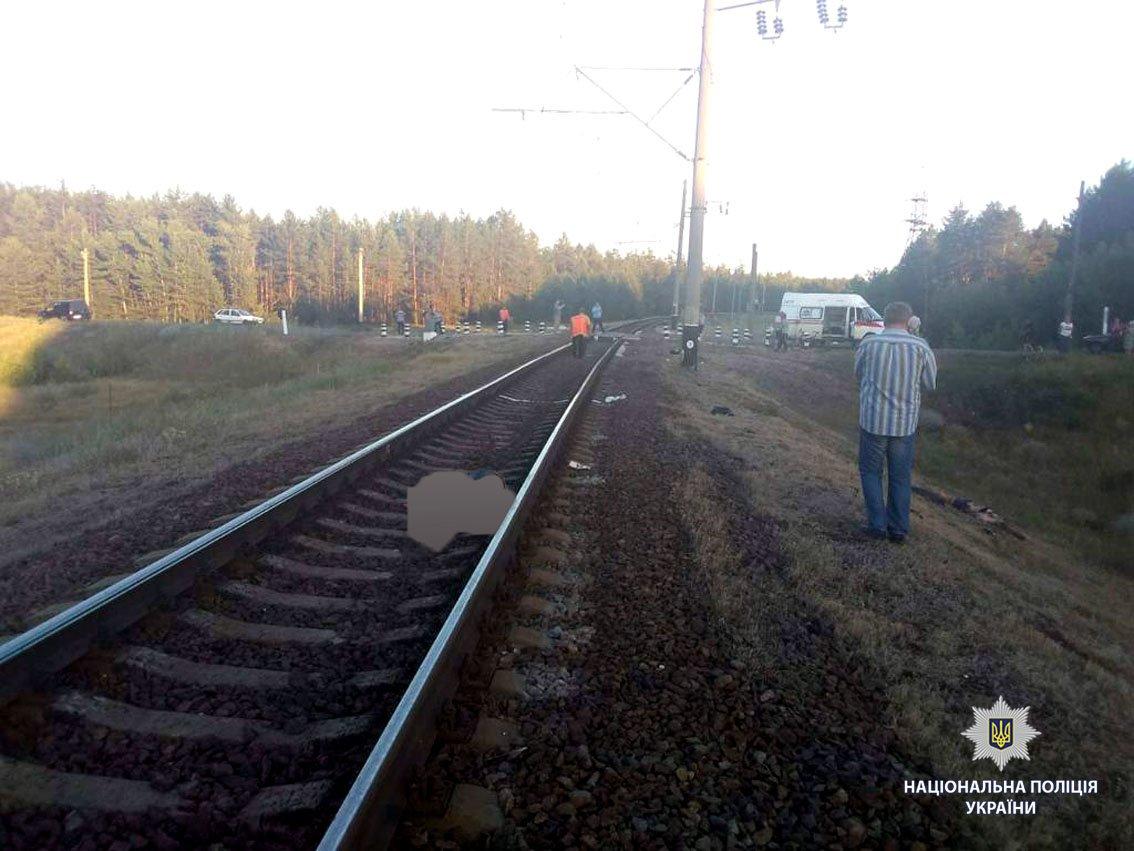 Под Харьковом поезд сбил мотоцикл. Два человека погибли,- ФОТО, фото-1