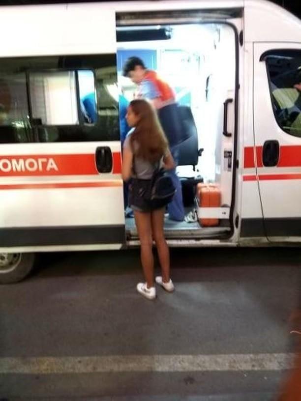 На ХТЗ неизвестный исполосовал ножом 13-летнюю девочку, - ФОТО, фото-1