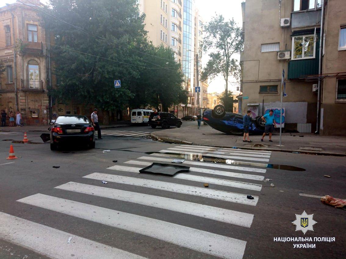 В Харькове иномарка вылетела на тротуар и перевернулась. Есть пострадавший, - ФОТО, фото-3