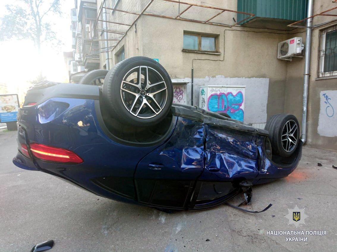 В Харькове иномарка вылетела на тротуар и перевернулась. Есть пострадавший, - ФОТО, фото-4