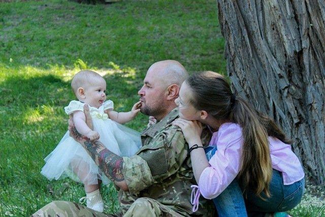 Общение со своим ребенком может также вызывать трудности у бывшего бойца. Если солдату трудно рассказывать что-то конкретное о войне своему ребенку...