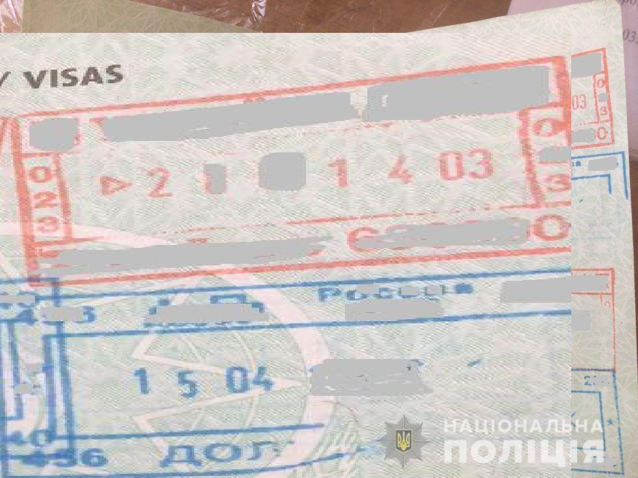 50-летний гражданин Таджикистана пытался выехать из Украины и предъявил пограничникам паспорт с поддельными печатями о пересечении границы.