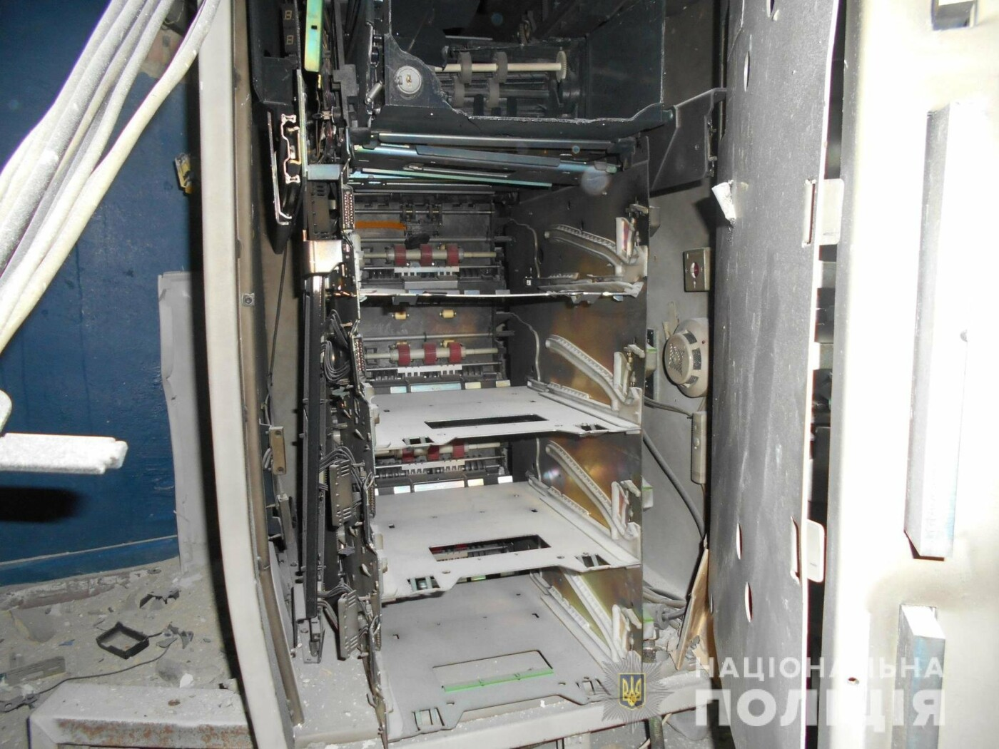 Утром в Харькове неизвестные взорвали банкомат и унесли деньги, - ФОТО, фото-2