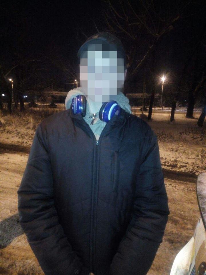 В Харькове подростки в масках ограбили магазин ради 2000 гривен, - ФОТО, фото-2