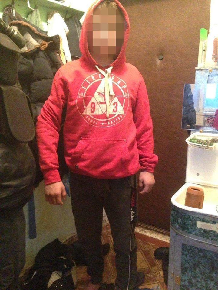 В Харькове подростки в масках ограбили магазин ради 2000 гривен, - ФОТО, фото-3
