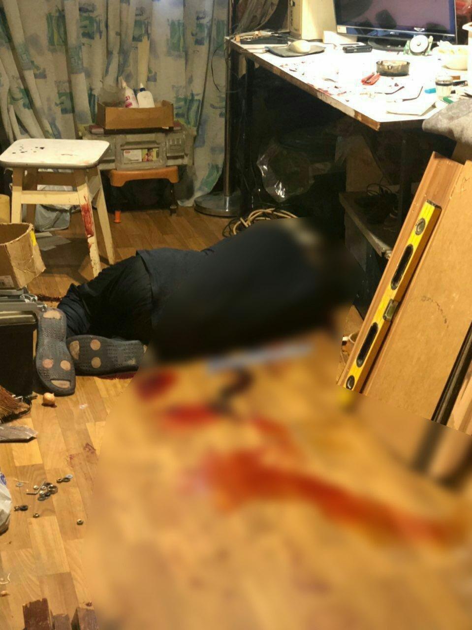 Харьковчанин закрылся в собственной квартире и перерезал себе горло, - ФОТО, фото-1