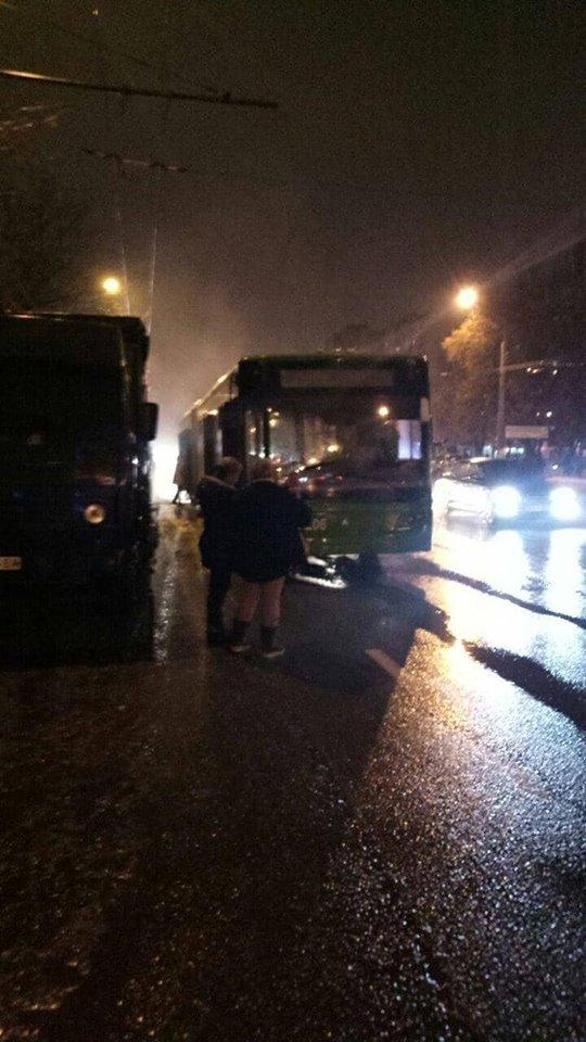 В Харькове на ходу задымился троллейбус с людьми, - ФОТО , фото-1