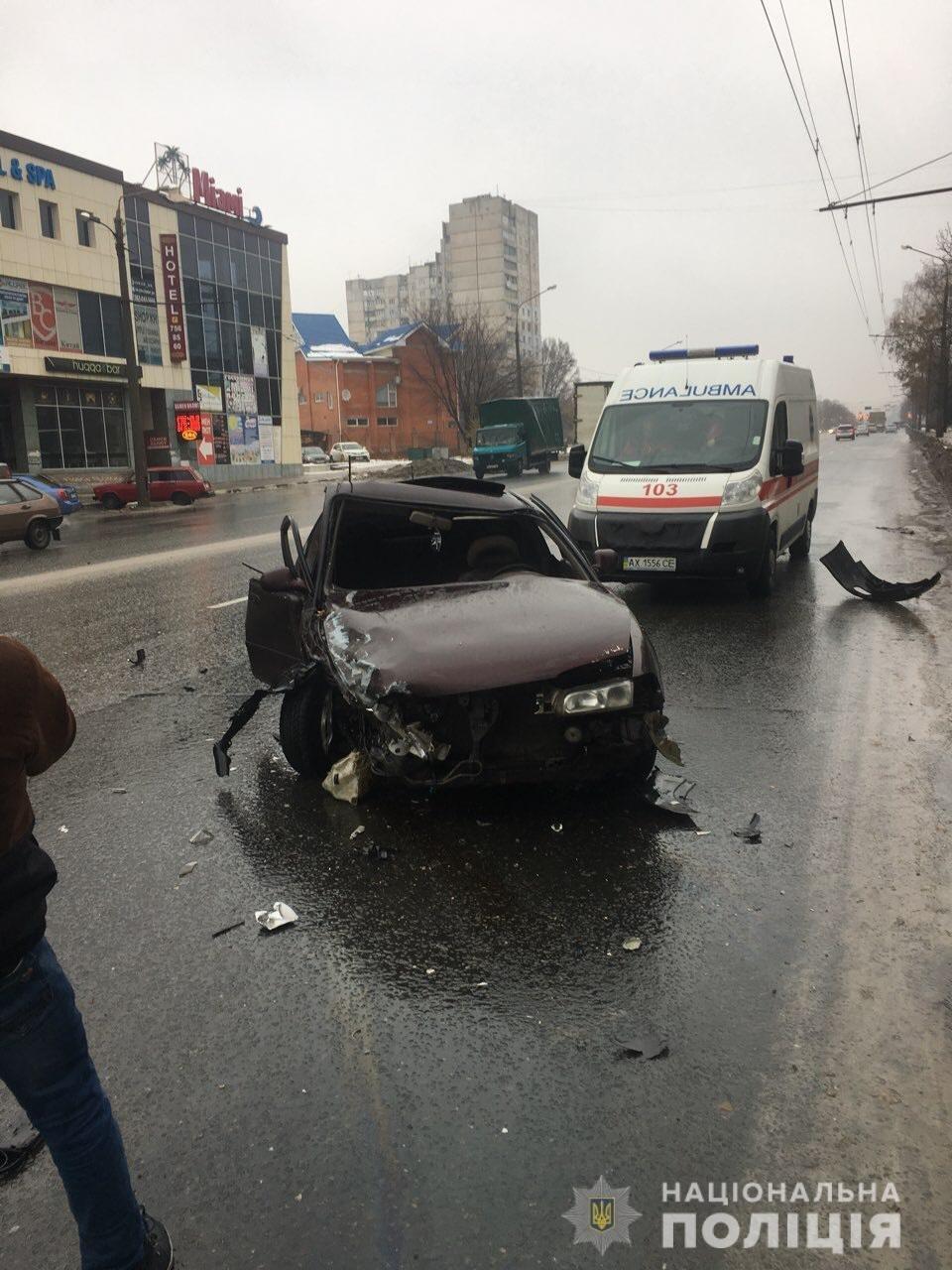 В Харькове столкнулись «Mazda» и «Audi». Есть пострадавшая, - ФОТО , фото-1