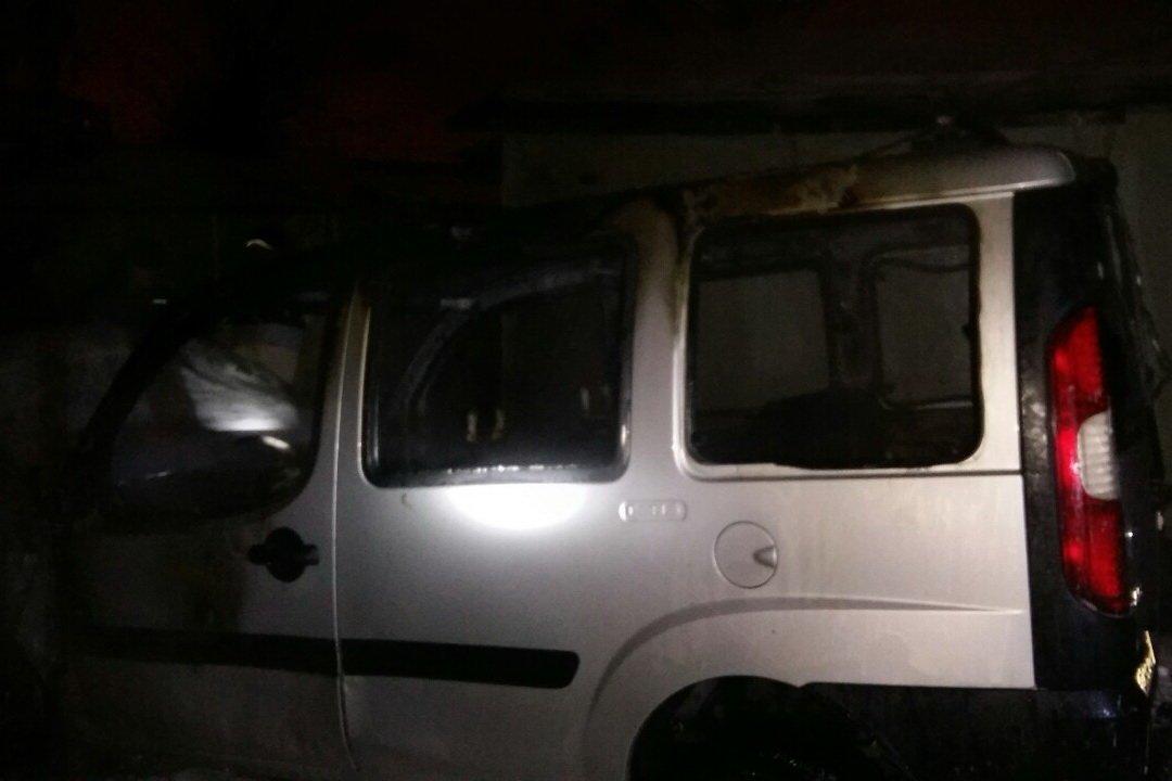 В Харькове возле двухэтажки сгорел автомобиль, - ФОТО, фото-1