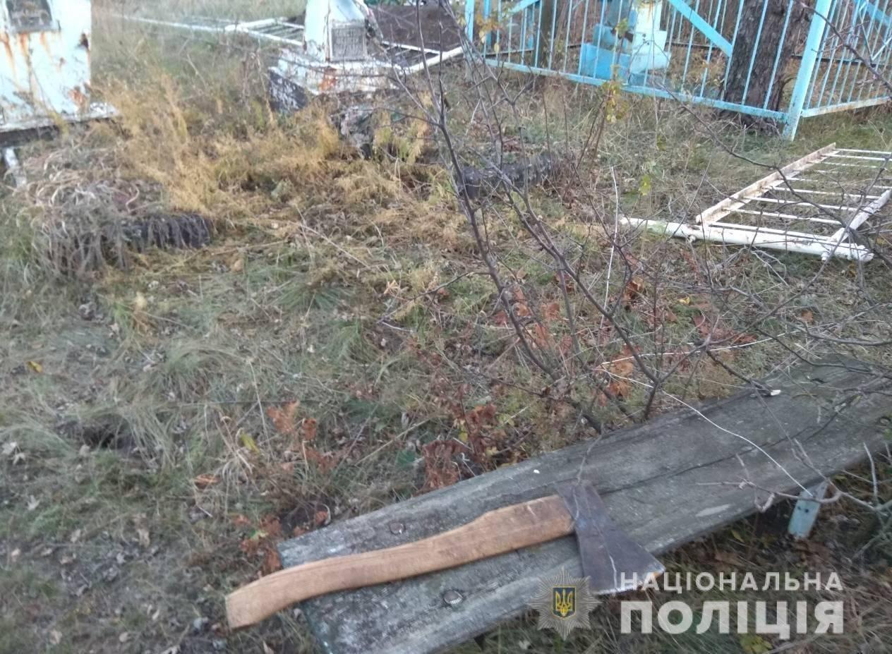 Под Харьковом вандал похитил ограду с могилы на кладбище, - ФОТО, фото-1