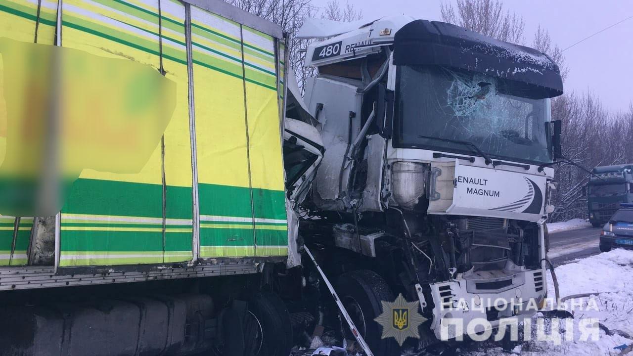 Под Харьковом столкнулись два грузовика. Погиб мужчина, - ФОТО , фото-2