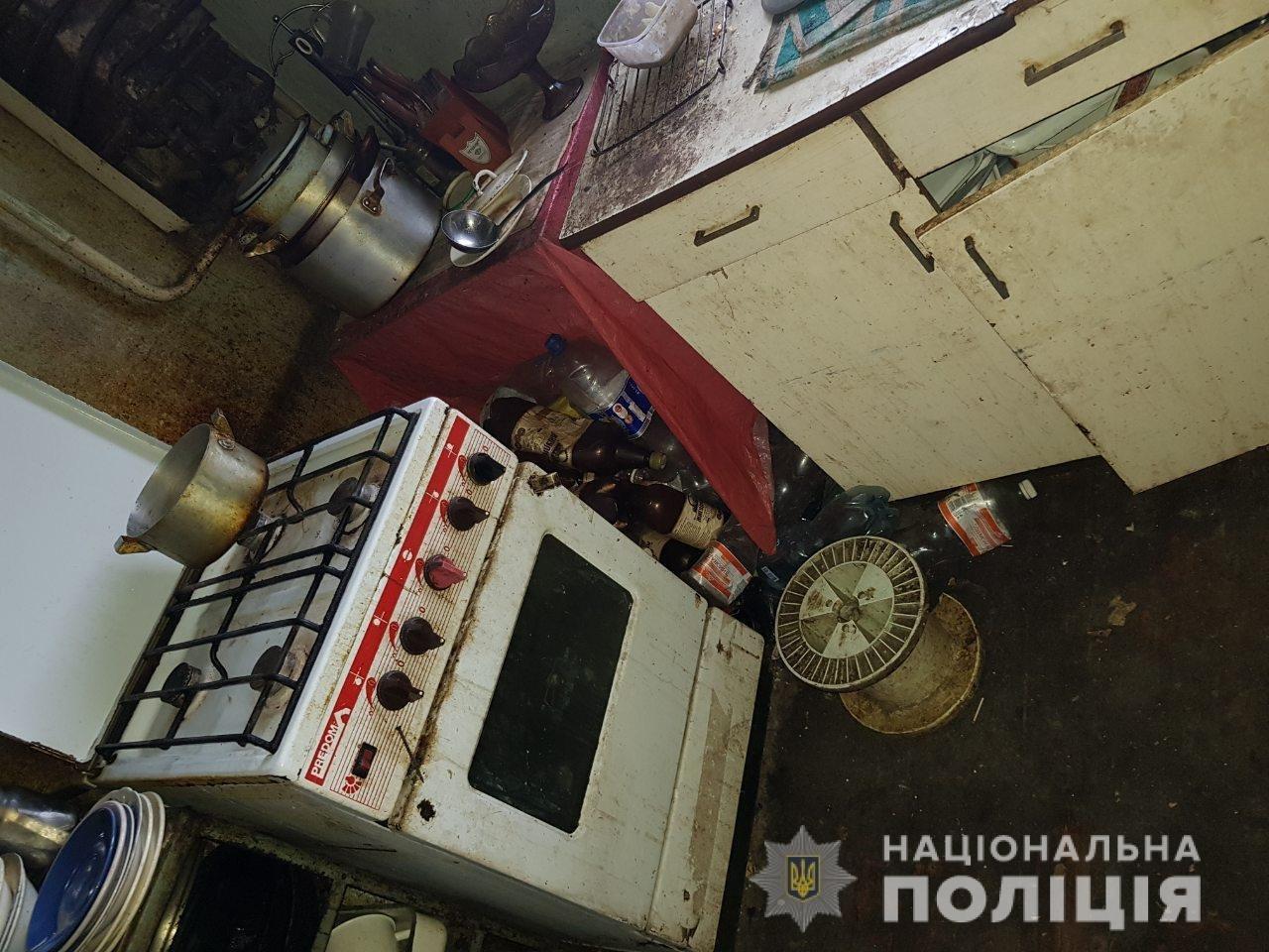 Пьяная харьковчанка пыталась потушить окурок о входную дверь и едва не сожгла годовалого ребенка, - ФОТО, фото-2
